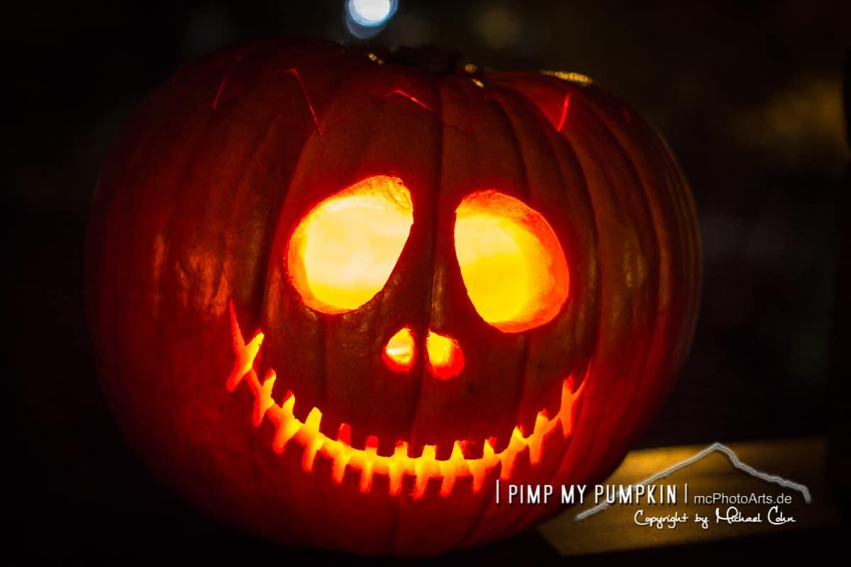 Wie schnitze ich einen Kürbis zu Halloween?