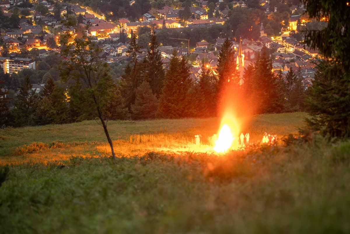 Johannifeuer über Garmisch-Partenkirchen, Kleines Feuer an der Eckenhütte
