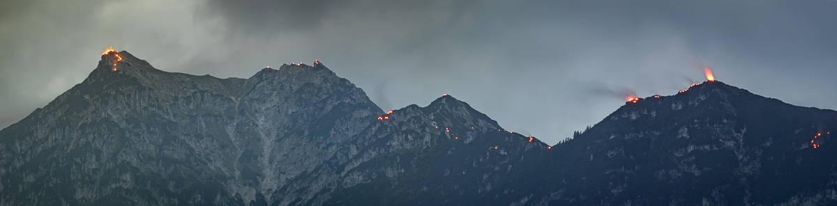 Johannifeuer über Garmisch-Partenkirchen, Feuer am Kramergrat